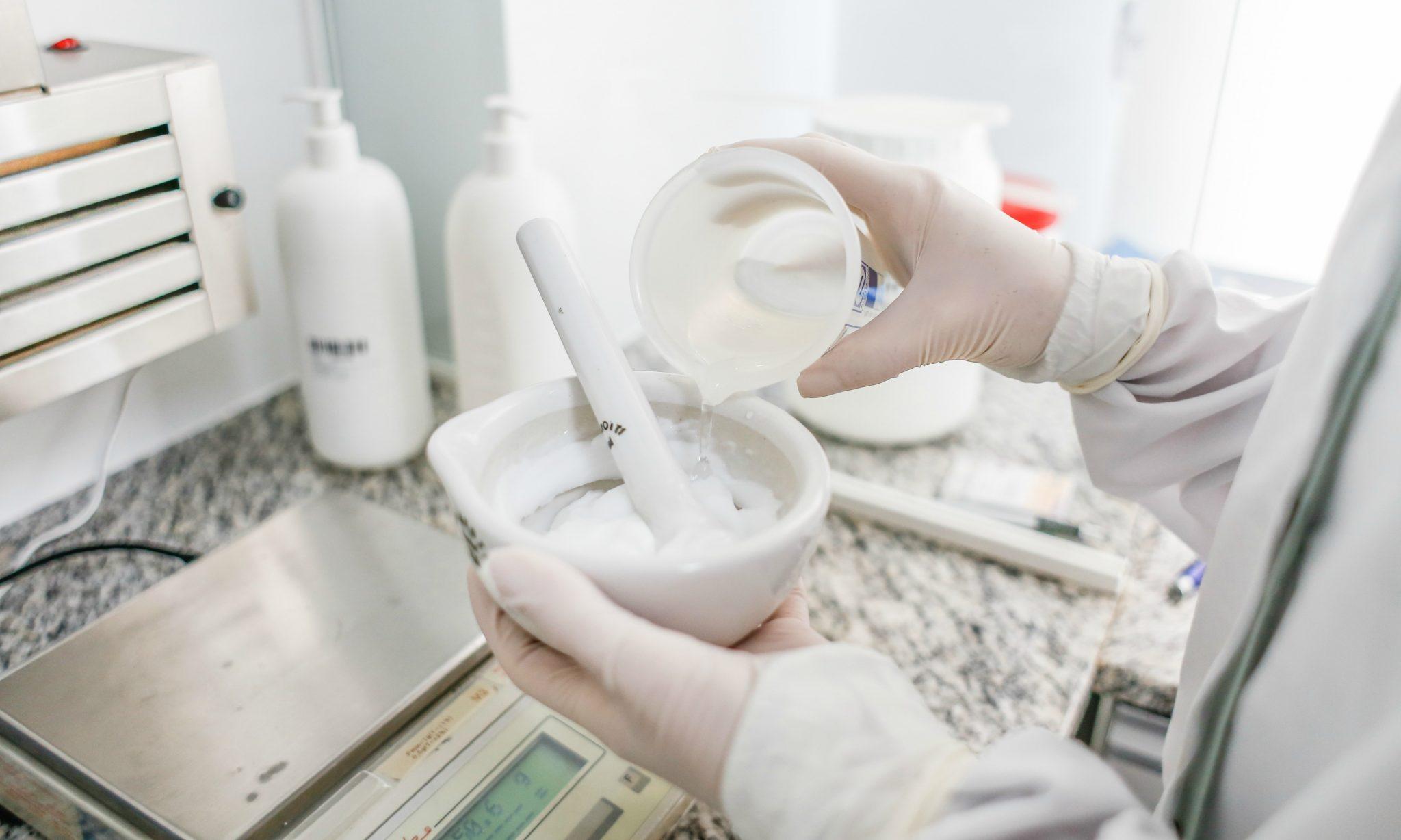 Anvisa publica documento com perguntas e respostas para farmácias de manipulação