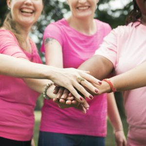 Mulheres lutam contra câncer de mama