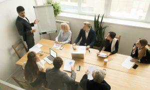 Pesquisa mostra expectativas de CEOs para negócios um ano após início da pandemia