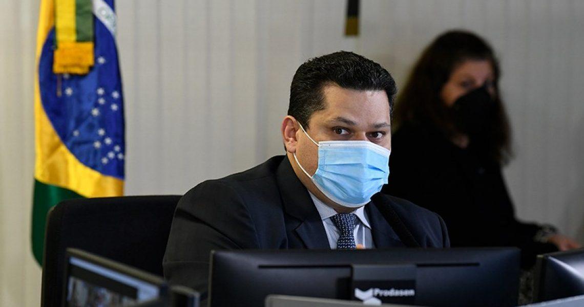 Davi Alcolumbre adia prazo de reajuste de preço de medicamentos